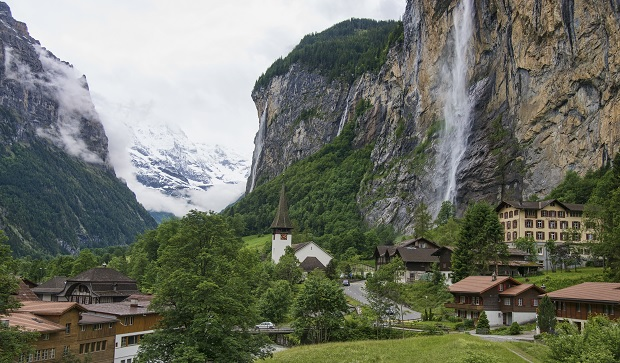 1_lauterbrunnen_valley_2012b